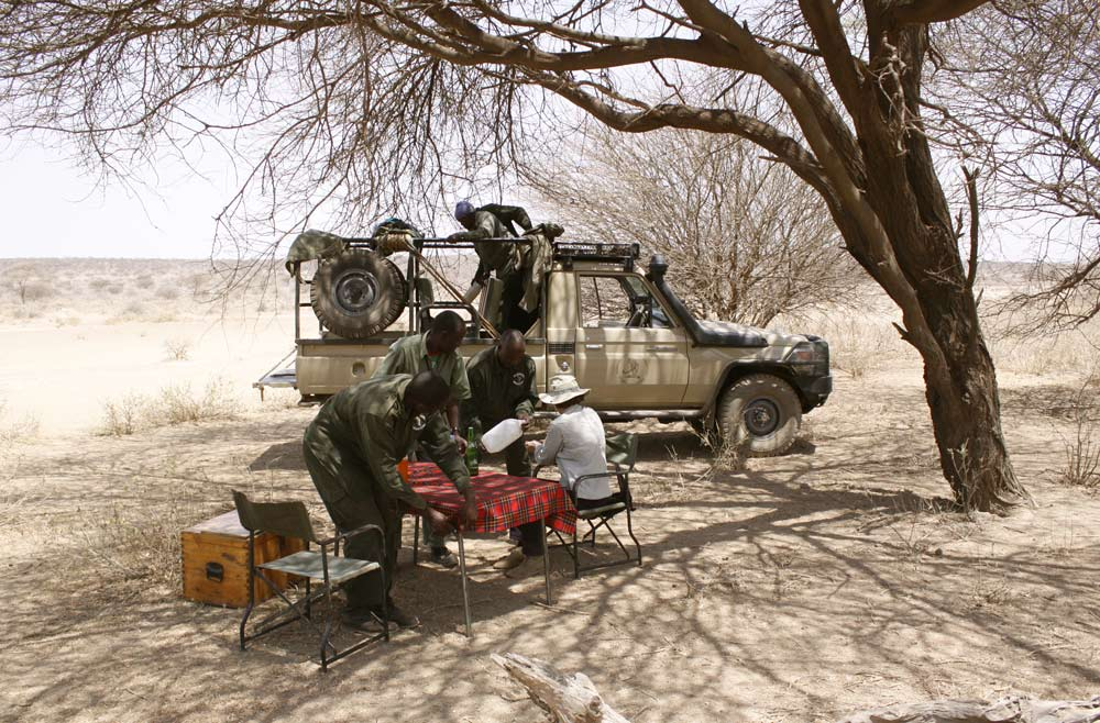 A Paul Augustinus image of their lunch time stop under a sparse acacia tree.