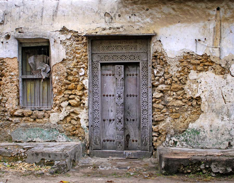 An image of a Zanzibar door on an India Street building in Kilwa.