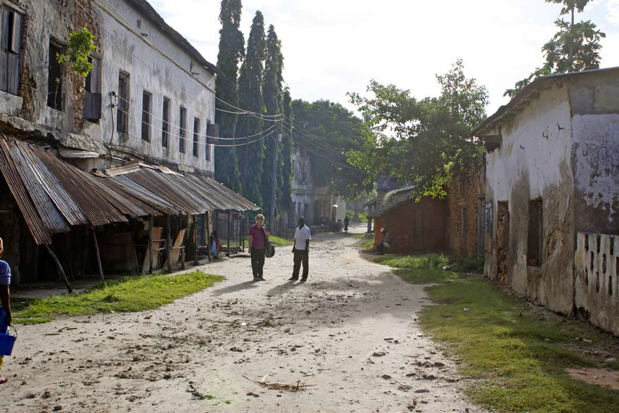 An image of a street in a very rundown street with old colonial buildings. Paul Augustinus.